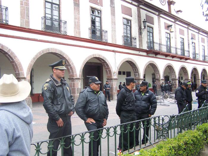 Tenanguenses enardecidos queman computadoras y muebles for Recogida muebles ayuntamiento valencia