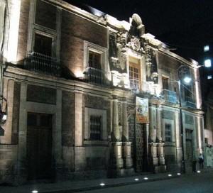 fachada noche 1