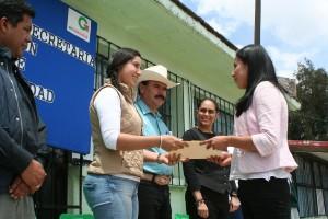 """ENTREGAN-APOYOS-A-ESCUELAS-DEL-BARRIO-""""LA-SOLEDAD""""-1"""