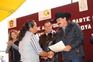 ARTURO-OSORNIO-SÁNCHEZ-Y-VICENTE-ESTRADA-INIESTA-IMPULSAN-EL-DESARROLLO-DE-LAS-FAMILIAS-EN-ALMOLOYA-DE-JUAREZ-2