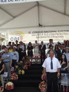 Autoridades en la tribuna de Honor entonan los Himonos Nacionales de Ecuador e Italia